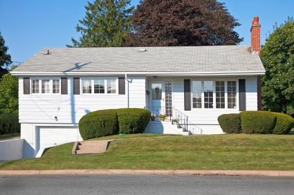 Split-entry home popular in Tewksbury, MA