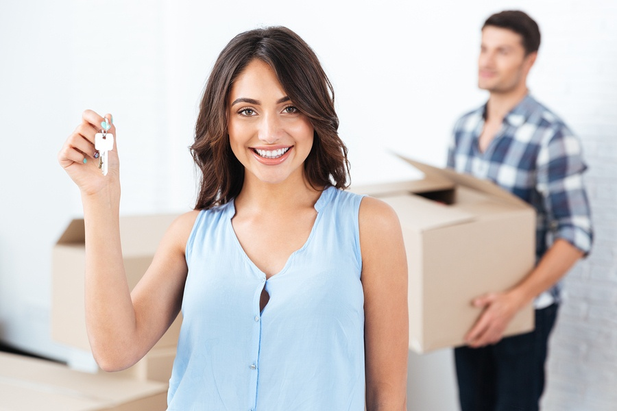 Happy homebuyers who received professional mortgage advice before shopping for a home