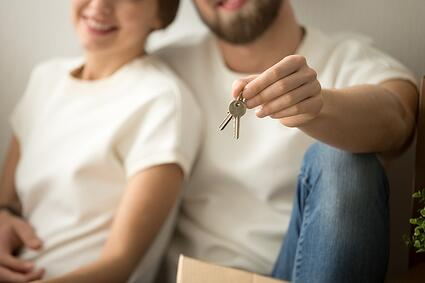 Homebuyers with house keys